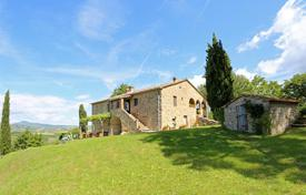 4 bedroom houses for sale in Tuscany. An exclusive farmhouse for sale in Tuscany in San Casciano dei Bagni