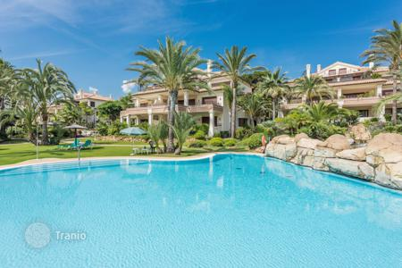 Apartments with pools for sale in Marbella. Fabulous Apartment in Los Monteros Playa, Marbella East