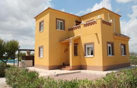Property for sale in El Pinós. Villa with a pool and a garden, Pinoso, Spain