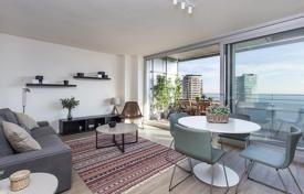 Apartments with pools for sale in Catalonia. New two-bedroom apartment with panoramic views of the sea in Diagonal Mar, Barcelona