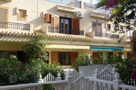 Cheap townhouses for sale in Spain. Cosy townhouse near the sea, Orihuela, Spain