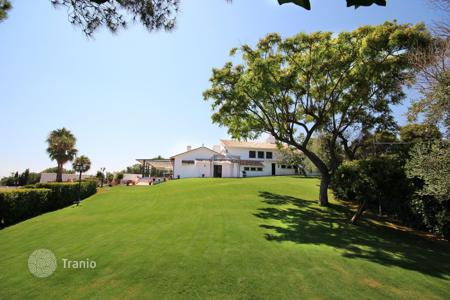 Luxury houses with pools for sale in Andalusia. Villa for sale in El Rosario, Marbella East