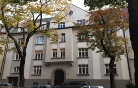 Luxury apartments for sale in Munich. Apartment in an ancient residence with a garage, in Bogenhausen district, Munich, Germany