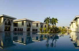 Property for sale in UAE. Beautiful villa with pool and garden in a prestigious area of Dubai — Palm Jumeirah
