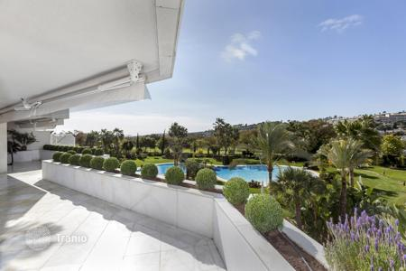 Luxury 4 bedroom apartments for sale in Spain. Penthouse for sale in Los Granados Golf, Nueva Andalucia