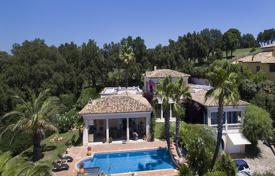 Luxury property for sale in Sainte-Maxime. Villa with sea and golf courses views, a garden, a swimming pool and a garage, in Sainte Maxime, Côte d'Azur, France