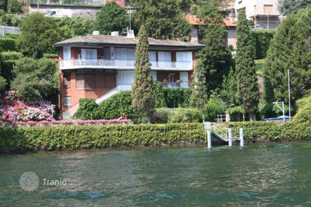 Luxury 6 bedroom houses for sale in Laglio. Cozy villa with own mooring, a terrace and own garden in the exclusive area of Lake Como, Laglio, in the neighbourhood with Clooney's villa