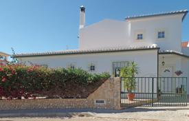 3 bedroom houses for sale in Portugal. South-facing 3 bedroom Villa with pool, north of Alvor, West Algarve