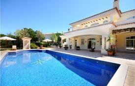 5 bedroom houses for sale in Faro. Classic style villa with a pool, Quinta do Lago, Portugal