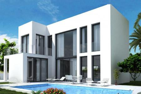 Property for sale in La Marina. Villas with terraces and swimmind pools in a new development, La Marina, Spain