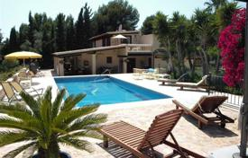 Houses for sale in Calvia. Villa with a private garden, a swimming pool, a guest house and a parking, Calvia, Spain