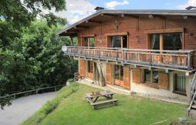 Luxury 5 bedroom houses for sale in Megeve. Traditional Alpine chalet with a fireplace, a balcony and a spacious garden, Megeve, Alpes, France