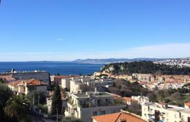 Cheap 2 bedroom apartments for sale in Côte d'Azur (French Riviera). Spacious apartment with a balcony overlooking the sea and the city, Nice, France