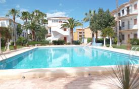 Cheap 1 bedroom apartments for sale in Southern Europe. Furnished apartment with terrace, in a residence with garden and swimming pools, in 100 m from the beach, in Denia, Alicante, Spain