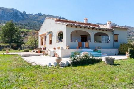 Houses for sale in Valencia. Villa with a large plot of land on the Costa Blanca, Alicante