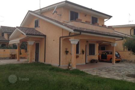 Coastal residential for sale in Lazio. Villa - Lazio, Italy