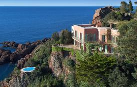 Luxury 3 bedroom houses for sale in Theoule-sur-Mer. A dramatic waterfront location