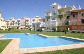 Apartments with pools for sale in Faro. Apartment n a gated complex with a pool, Albufeira, Portugal