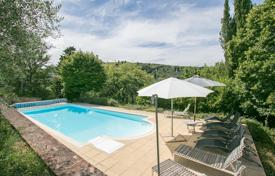 Property for sale in Sinalunga. Estate with a fireplace, a terrace with a panoramic view, a large plot, a swimming pool, and a garden, Sinalunga, Italy