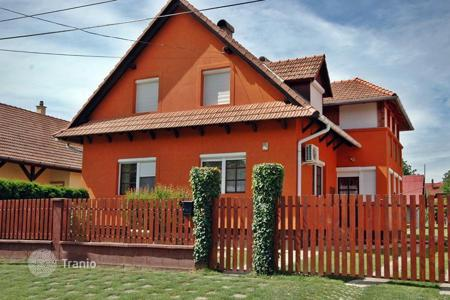 6 bedroom houses for sale in Hungary. Detached house in a provincial town 1000 m from a thermal bath