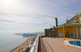 Apartments with pools for sale in Southern Europe. Duplex penthouse facing the Mediterranean sea in Alicante