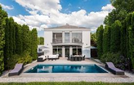 Property for sale in Bavaria. High class villa with pool, garden and a large plot of land in Gauting, Munich suburb