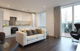Two-bedroom apartment with a large corner balcony, London, United Kingdom for 606,000 €