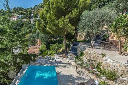 Luxury houses for sale in Èze. Villa in Eze