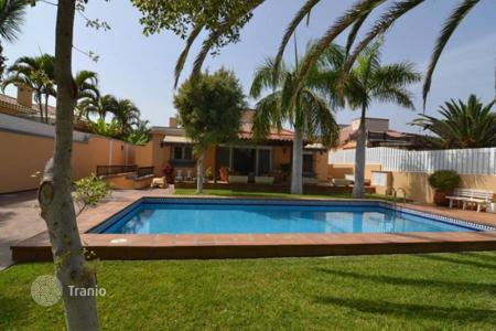 4 bedroom houses for sale in Gran Canaria. Luxurious Villa at the Golf Course
