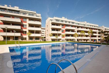 Cheap apartments with pools for sale in Costa Brava. New two-bedroom apartment 650 meters from the beach on the Costa Brava, Lloret de Mar