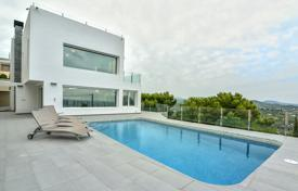 Luxury villas and houses with pools for sale in Costa Blanca. High-quality villa with picturesque views, an independent apartment and a parking in a quiet area, Calpe, Spain