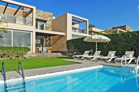 Coastal property for sale in Las Palmas de Gran Canaria. Spectacular Villa in Salobre Golf