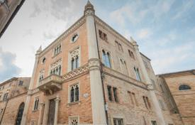 Houses for sale in Fermo. Venetian Gothic style building for sale in the historic Le Marche