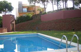 1 bedroom apartments by the sea for sale in Costa Brava. New one-bedroom apartment in a complex with swimming pool and parking near the sea in Lloret de Mar, Costa Brava