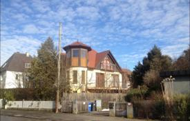 Residential for sale in Bavaria. Family villa with a garden and a garage in the Ramersdorf-Perlach district, Munich, Bavaria