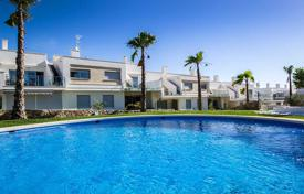 3 bedroom apartments for sale in Alicante. 3 bedroom apartment with private solarium in Vistabella Golf