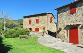 Ancient manor with a restaurant and a swimming pool in Cortona, Tuscany, Italy for 2,400,000 €