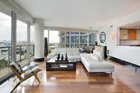 2 bedroom apartments for sale in North America. Apartments overlooking the ocean in Miami Beach