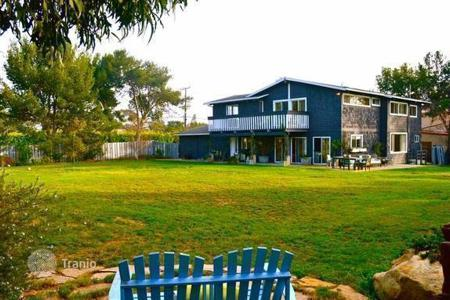 5 bedroom houses for sale in North America. Villa with private access to the beach in Malibu