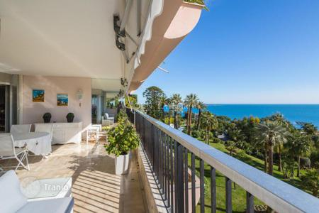Luxury apartments with pools for sale in Cannes. Apartment – Cannes, Côte d'Azur (French Riviera), France