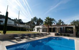 Houses with pools for sale in Santa Cristina d'Aro. Stylish villa with a pool, a terrace and a garden, in a prestigious area, next to the golf course, Santa Cristina d'Aro, Spain