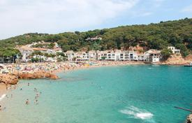 Coastal property for sale in Gerona (city). 5-star hotel at 100 m from the beach on the Costa Brava, Spain