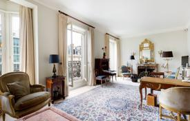 Luxury 2 bedroom apartments for sale in Paris. Paris 8th District – An elegant 112 m² apartment in a prime location