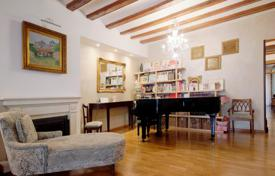 1 bedroom apartments for sale in Ciutat Vella. Comfortable apartment with a terrace in the historic center of Barcelona, Spain