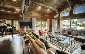 Property to rent in Megeve. Chalet in Megeve, France. House for 12 people, with balconies, an office, a gym and a game room