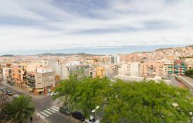 Cheap residential for sale in Badalona. For sale spacious apartment of 80 m² in Badalona. There are 3 bedrooms, 1 bathroom and 1 toilet. TOTALLY RENOVATED and with 2 BALCONIES