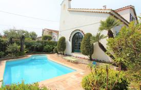 3 bedroom houses for sale in Antibes. Villa for sale Cap d'Antibes Salis