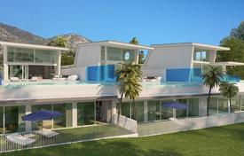 Houses with pools for sale in Benalmadena. New villa with a swimming pool, a garden, a parking, a terrace and a sea view, close to golf course, Benalmadena, Spain