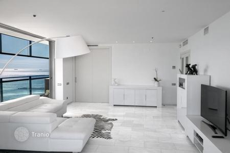 Luxury apartments for sale in Spain. High-end apartment in Barcelona, Spain. Flat with a panoramic sea view and a terrace of 70 m², in a residence with pools, a spa and a garden