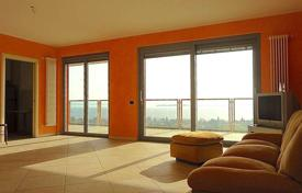 Apartments for sale in Lake Garda. Lake view apartment in residence with pool